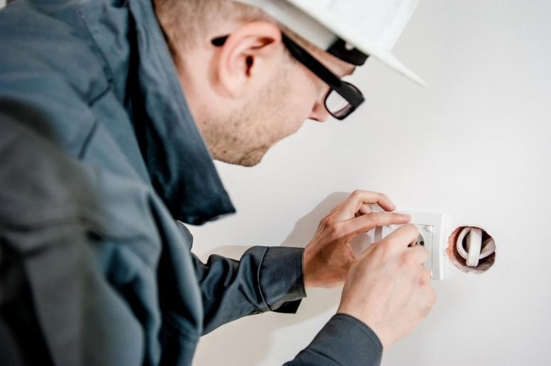 Hire Qualified Electrical Workers!